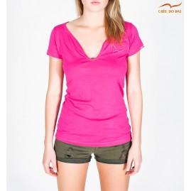T-shirt rosa com gola em V...