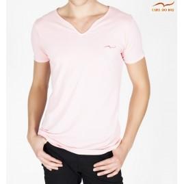 T-shirt cor de rosa com...